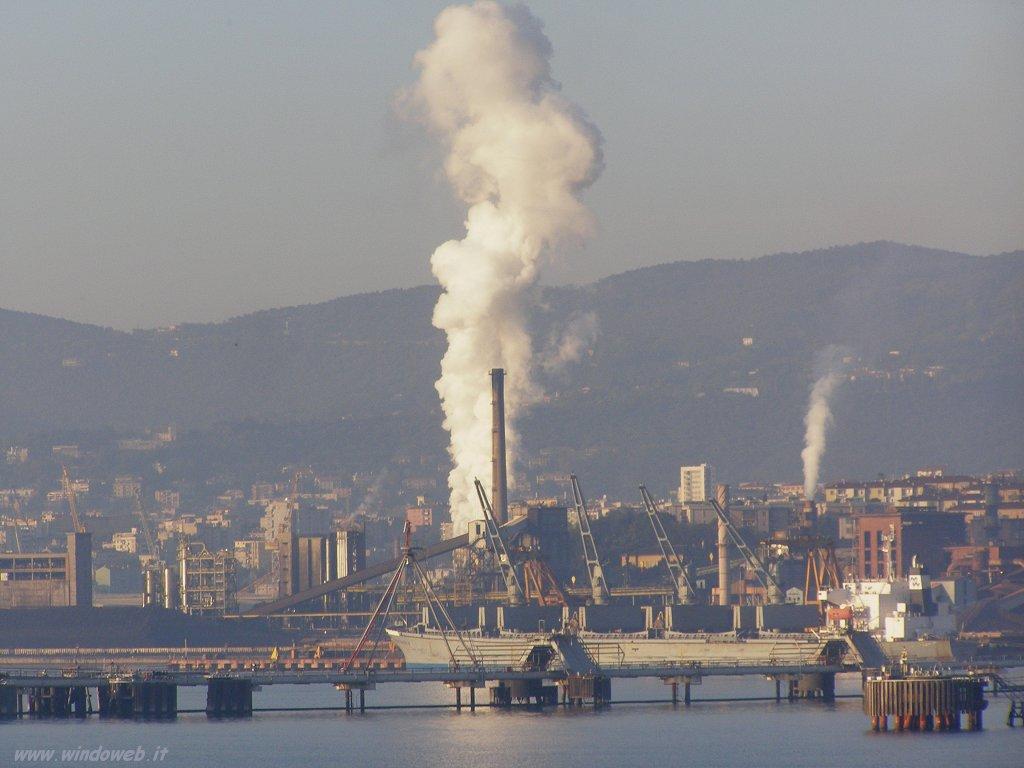 La Ferriera di Servola a Trieste vista dal mare