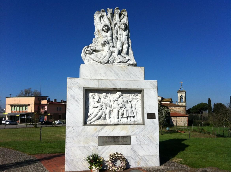 Il monumento in ricordo delle vittime di Fucecchio