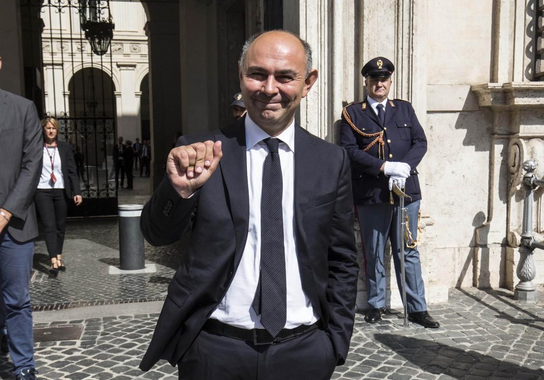 Il sottosegretario Peppe De Cristofaro (Leu) dopo il giuramento