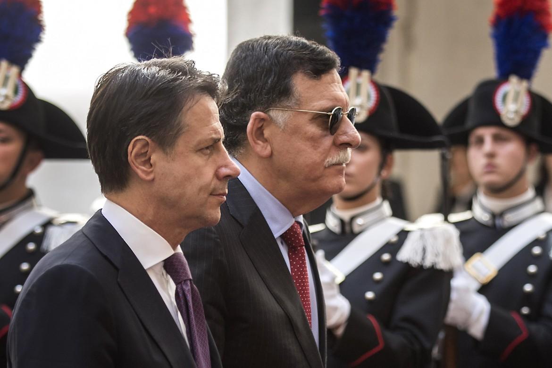 Giuseppe Conte con il premier libico (di Tripoli) al Sarraj