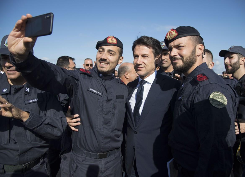 Il primo ministro Conte nella base di Abu Sitta, Libia