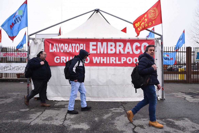 ll presidio degli ex lavoratori Embraco a Riva di Chieri (Torino)
