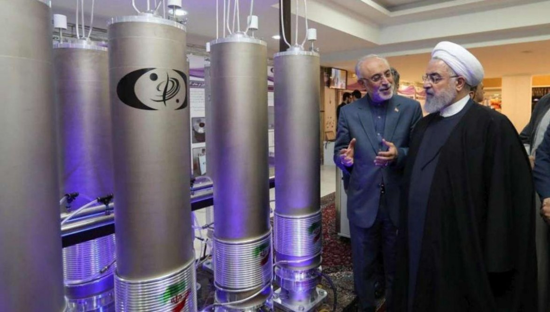 Il presidente iraniano Hassan Rohani in un impianto nucleare civile