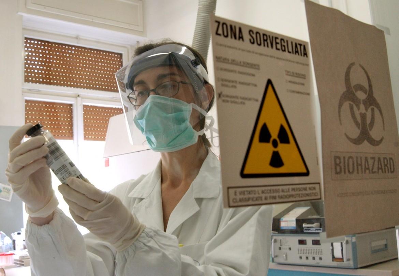 Un laboratorio che lavora sulla ricerca di un vaccino al virus