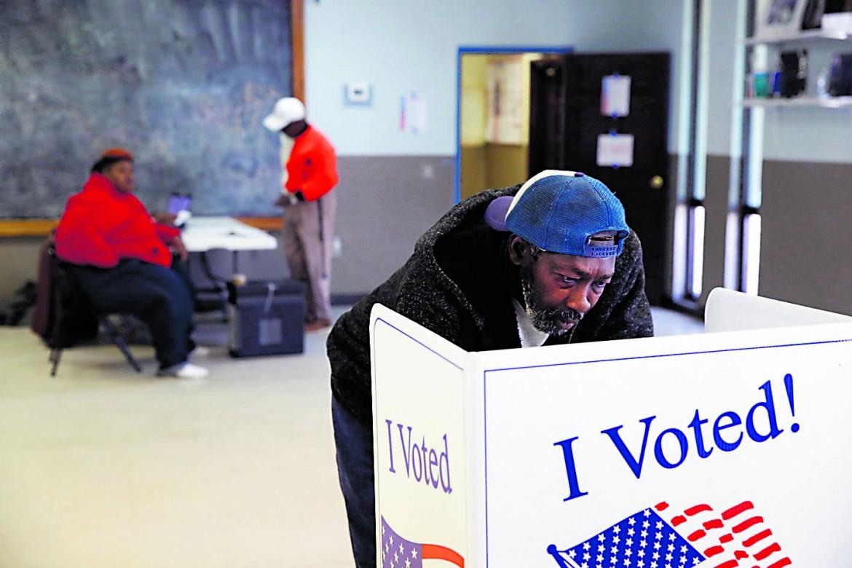 Charleston, 29 febbraio 2020. Il regista african-american John Singleton esprime il suo voto alle primarie democratiche
