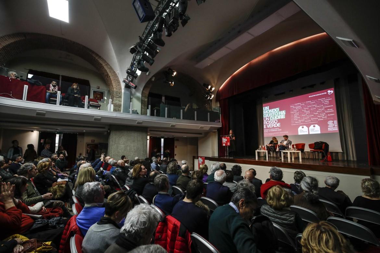 Una passata assemblea di Sinistra Italiana prima delle norme anti-Covid