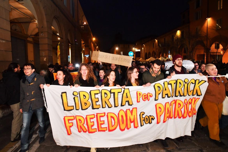 Manifestazione per Patrick Zaki a Bologna