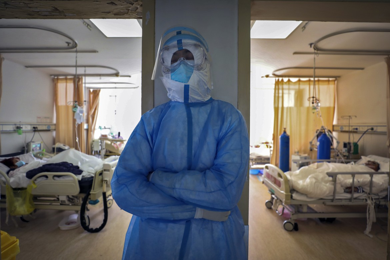 Un medico in un ospedale di Wuhan