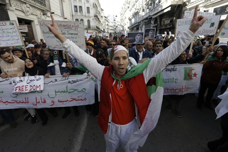 La protesta in marcia per le strade di Algeri