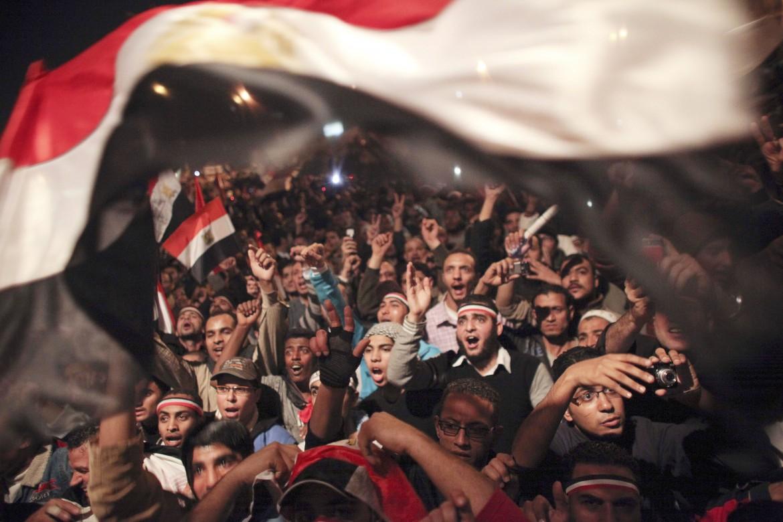2011, Piazza Tahrir al Cairo festeggia le dimissioni di Mubarak dopo trent'anni al potere