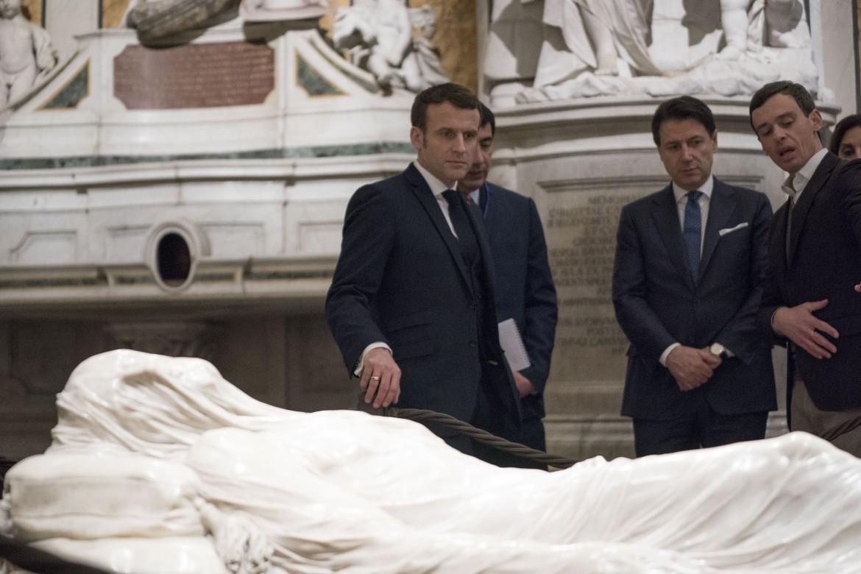 Conte e Macron di fronte al Cristo Velato, Napoli