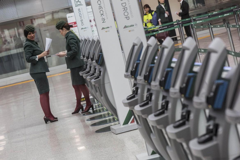 HOstess Alitalia all'aeroporto di Fiumicino