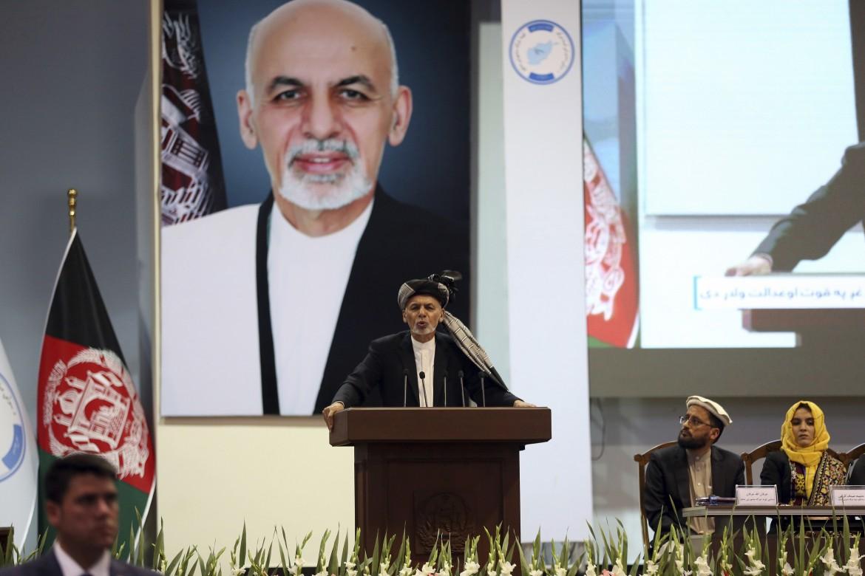 Il presidente afghano Ashraf Ghani interviene alla Loya Jirga