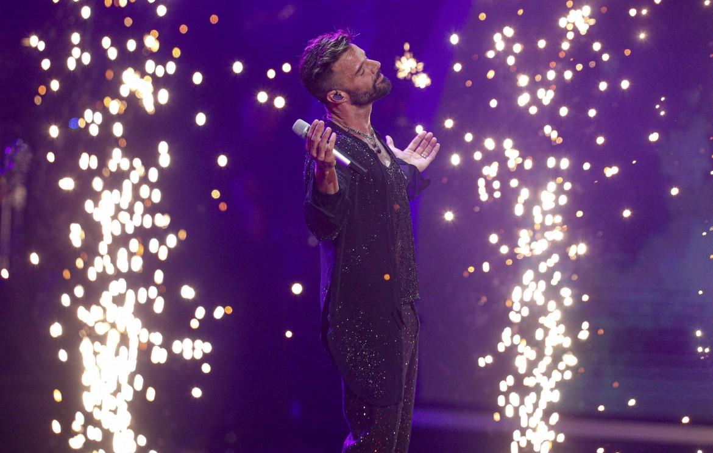 Ricky Martin, uno dei più solidali con la protesta anti-governativa,  durante la sua esibizione a Viña del Mar