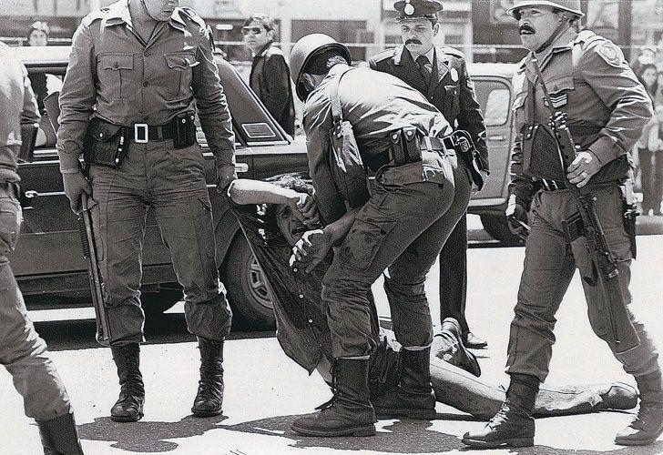 Argentina 1976, la repressione militare; in basso la villa fotografata dal quotidiano La Retaguardia