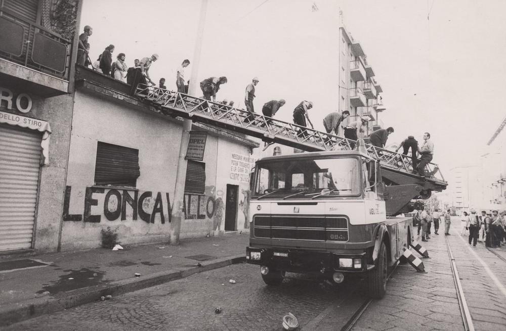 Un'immagine dello sgombero del Leoncavallo, 1989