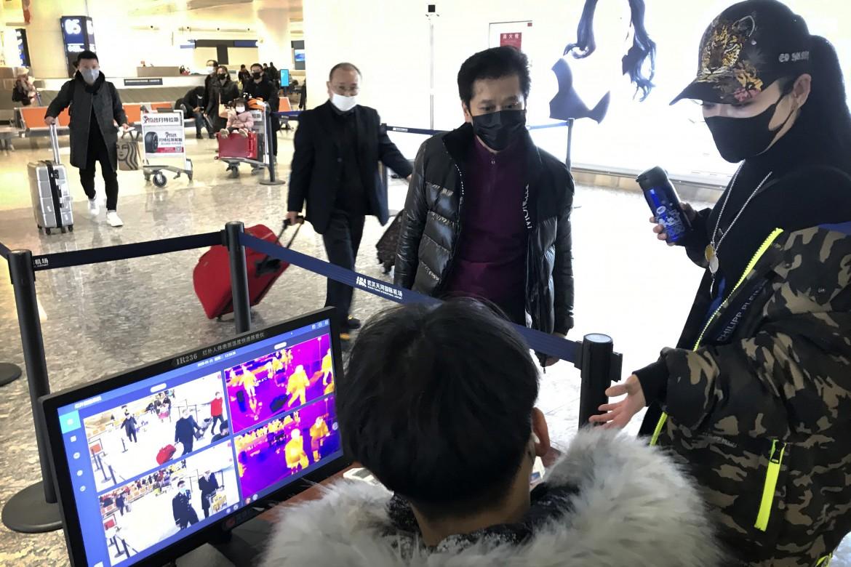 Controlli negli aeroporti cinesi
