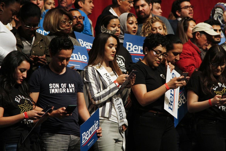 Supporter e volontari della campagna di Bernie Sanders a Austin, Texas