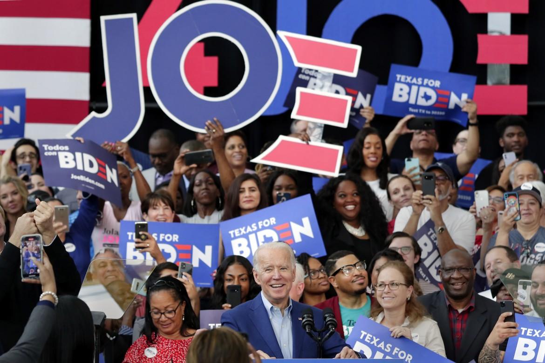Joe Biden durante il suo comizio a Dallas