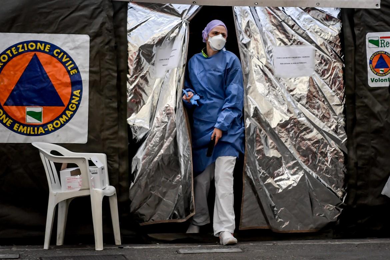 La tensostruttura per il pre-triage davanti al pronto soccorso dell'Ospedale di Piacenza