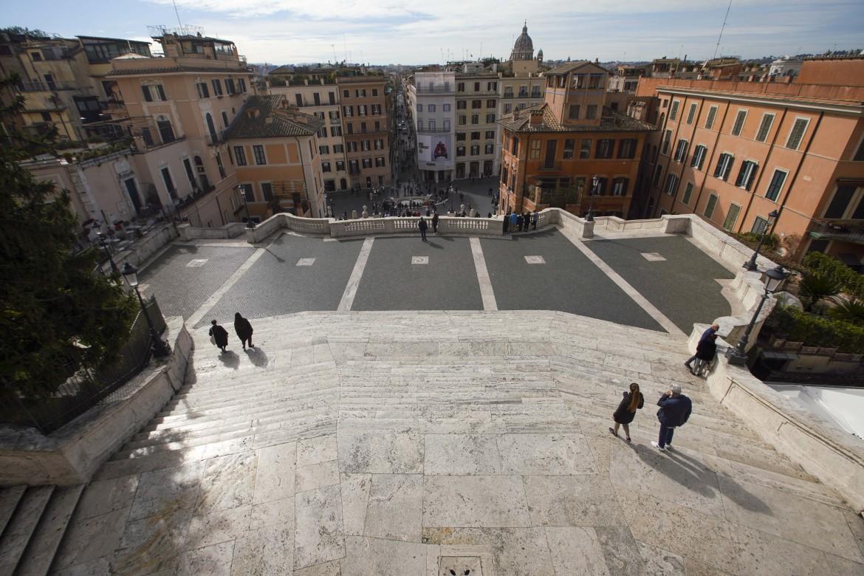 Roma. La scalinata di Piazza di Spagna  semideserta