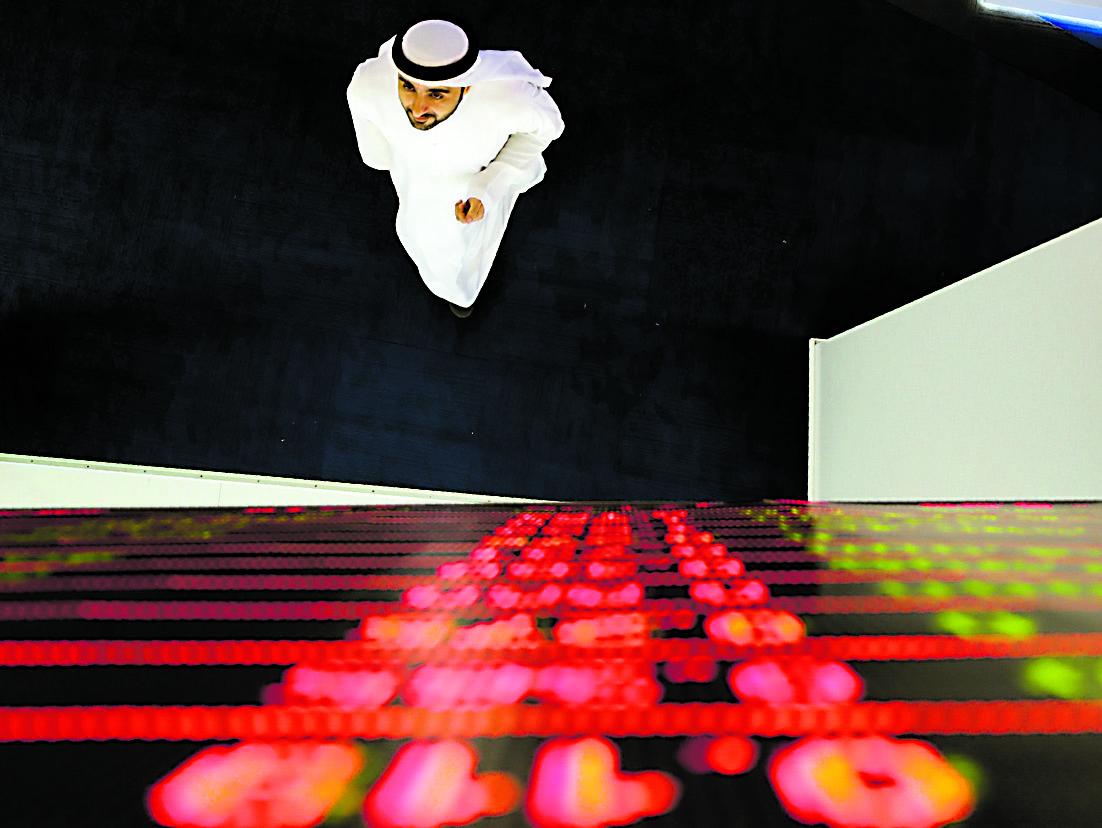 Un operatore finanziario alla Borsa di Dubai, Emirati arabi uniti