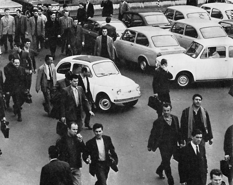 La foto è tratta dal volume «L'uomo in fabbrica» (1971) foto di Aldo Moisio, Filiberto Rota, Enzo Isaia