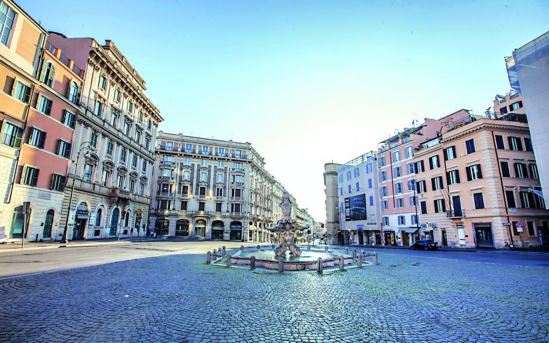 Roma, piazza Barberini deserta