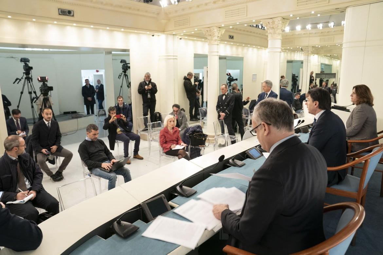 La conferenza stampa di Conte e Gualtieri