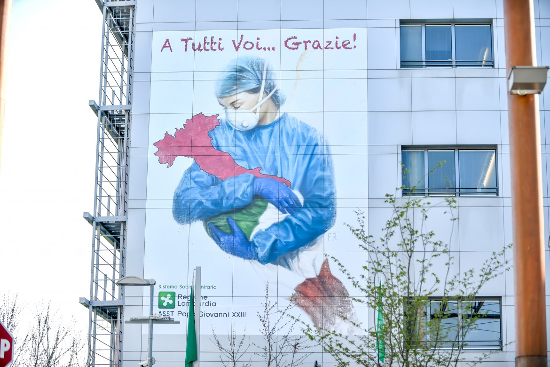 Murales all'ospedale Papa Giovanni di Bergamo