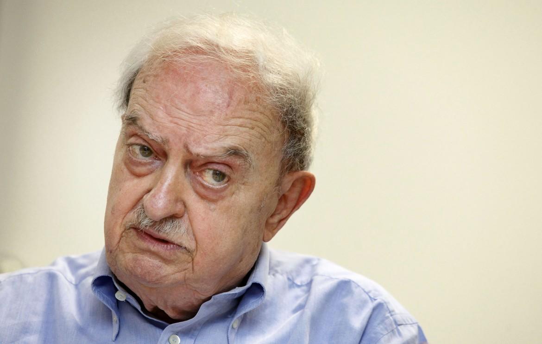 Emanuele Macaluso. storico dirigente comunista ed ex direttore dellìUnità