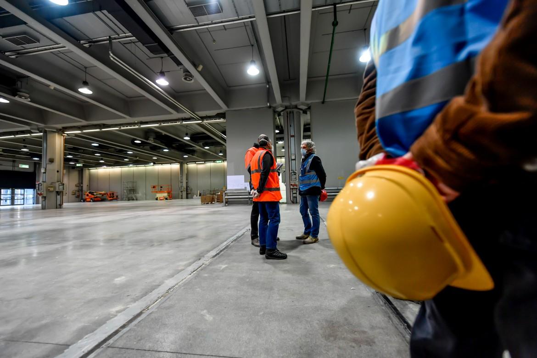 Cantiere dell'ospedale di emergenza che verrà realizzato al Padiglione 2 della Fiera di Milano