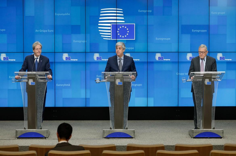 Paolo Gentiloni (Commissione Ue), Mario Centeno (Eurogruppo), Klaus Regling (Meccanismo europeo di Stabilità, Mes)