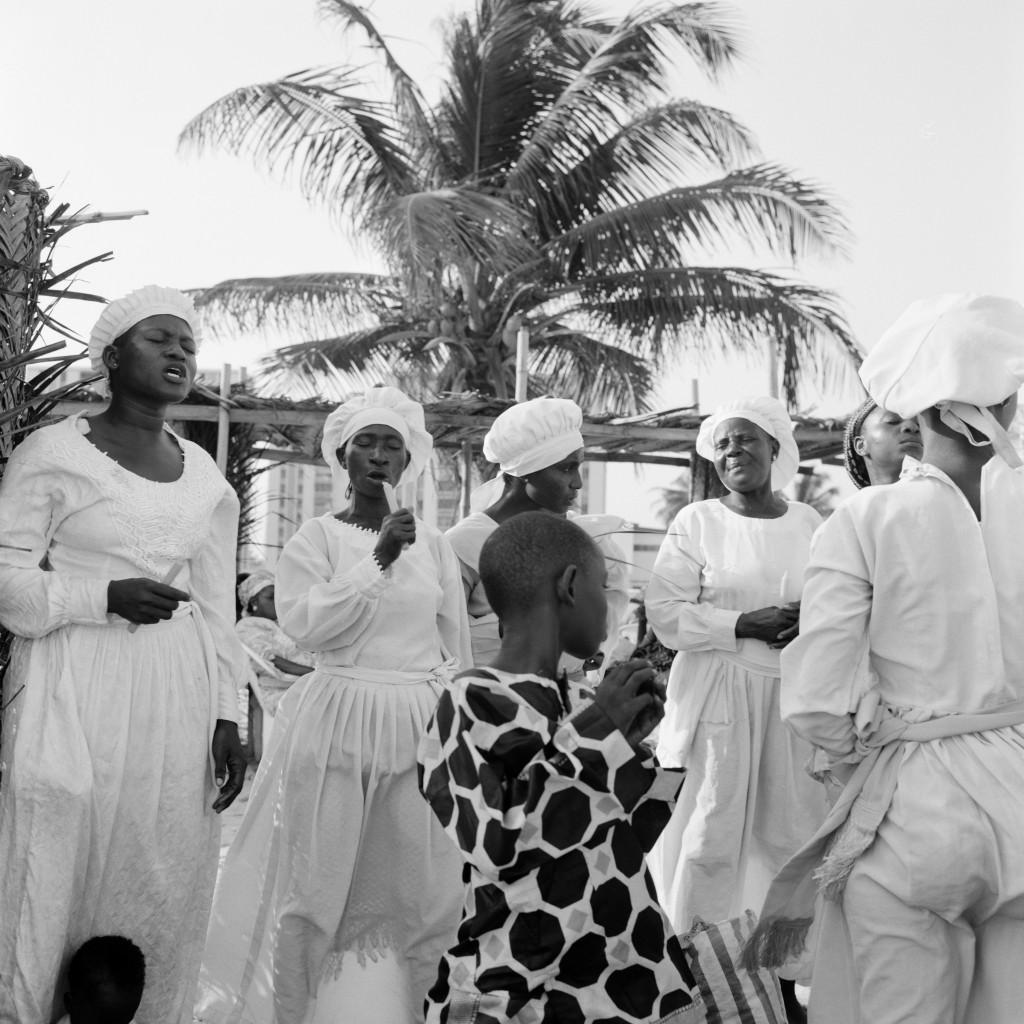 Akinbode Akinbiyi, «Bar Beach, Isola Victoria, Lagos, Nigeria», 2006