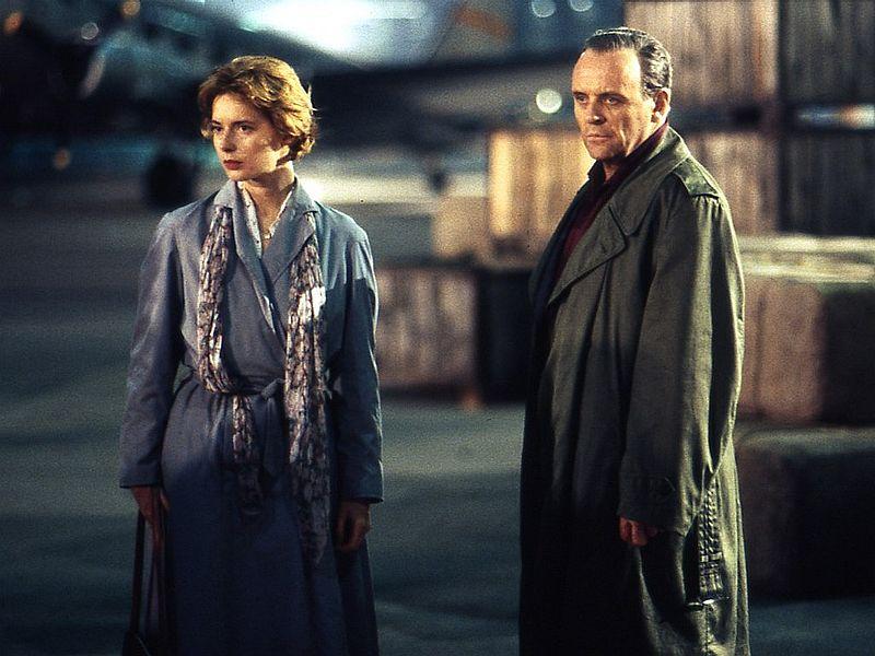 Scena da  «The Innocent» (1993) diretto da John Schlesinger: Isabella Rossellini e Anthony Hopkins