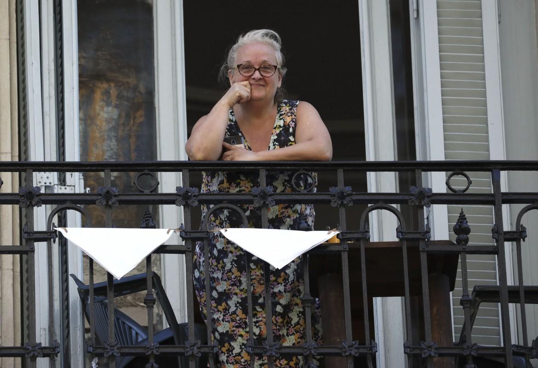 Un fazzoletto bianco su un balcone di Buenos Aires