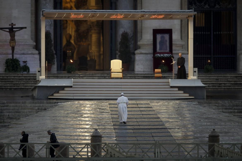 La preghiera di Papa Francesco nella piazza San Pietro vuora (26/03/2020)