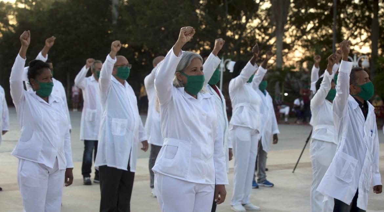 Brigata medica cubana in partenza per andare a fronteggiare l'emergenza Covid-19 a Saint Kitts & Nevis