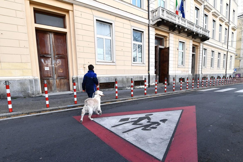Una scuola di Milano, chiusa per l'epidemia