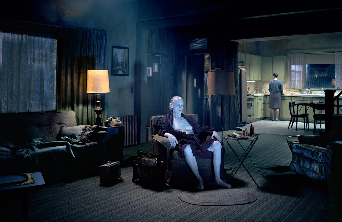 Gregory Crewdson, «The Father» dalla serie «Beneath the Roses», 2007