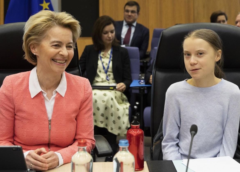 La presidente della Commissione europea Ursula von der Leyen e Greta Thunberg a Bruxelles