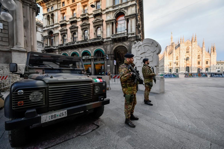 Controlli dei militari a Milano