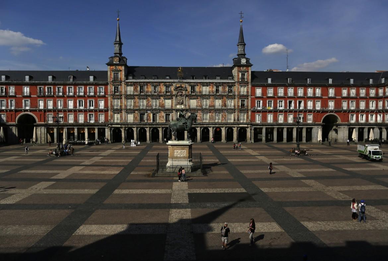 Plaza Mayor a Madrid semi deserta
