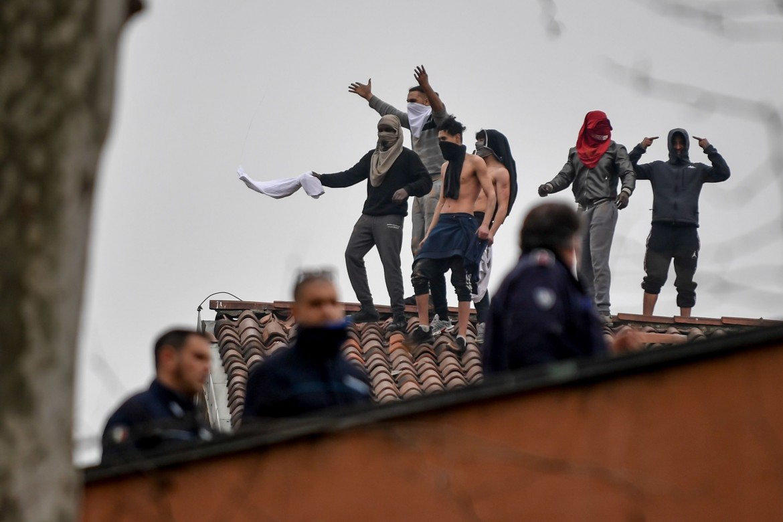 La rivolta dei detenuti al carcere San Vittore a Milano