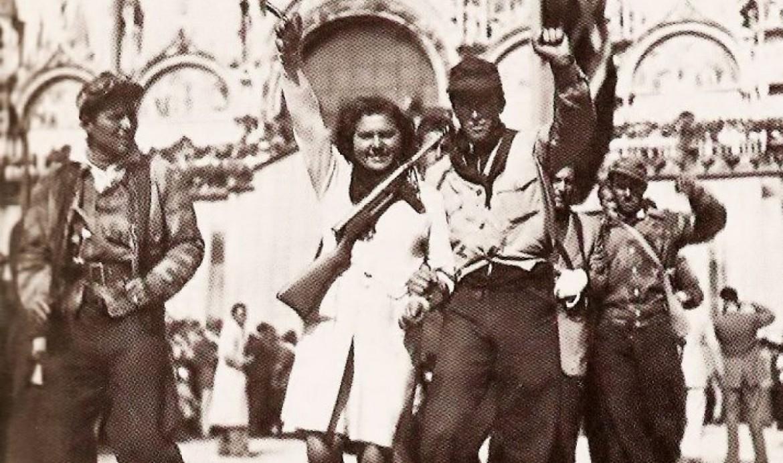 Partigiani in Piazza San Marco, Venezia, nell'aprile del '45