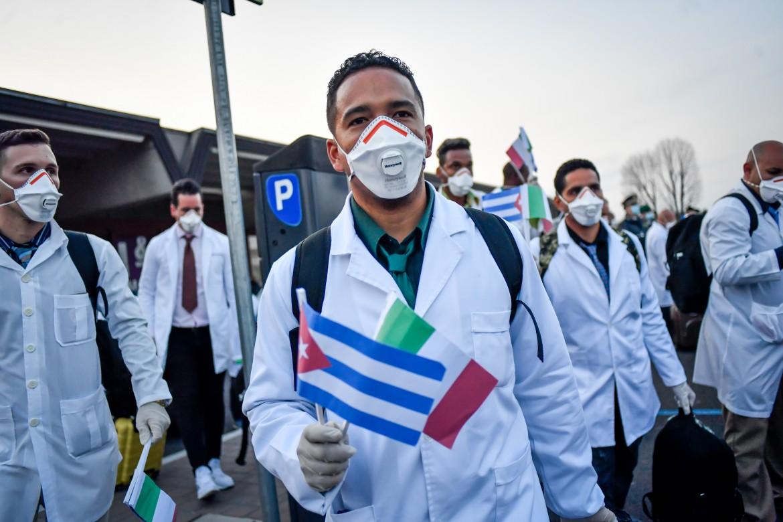 Arrivo dei medici cubani che verranno impiegati nell'ospedale da campo a Crema