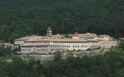 Il Tar d ragione a Bannon la Certosa di Trisulti resta alla destra Usa