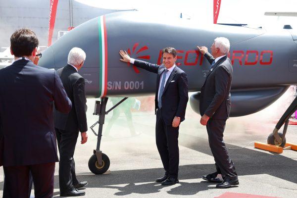 Conte e Profumo con il nuovo Falco Xplorer, il drone più grande mai realizzato da Leonardo