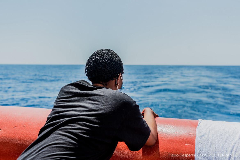 Una donna migrante sulla nave Ocean Viking