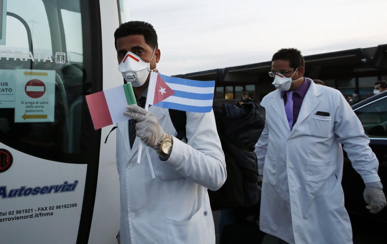 Medici cubani all'arrivo in Italia